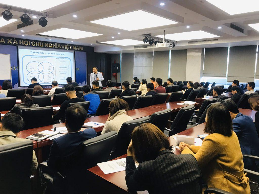 Nhà quản lý được đào tạo bài bản bằng những khóa học marketing chuyên nghiệp sẽ có góc nhìn tổng quát hơn trong việc hoạch định chiến lược