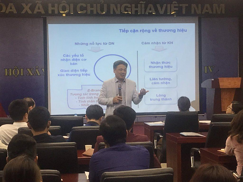 Một khóa học marketing dành cho quản lý do Vân Nguyên tổ chức