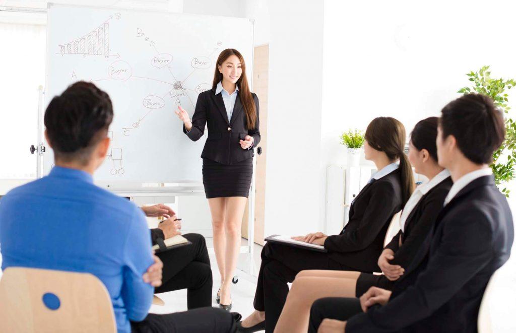 Tự tin thuyết trình trước đám đông là một kỹ năng không thể thiếu trong công việc